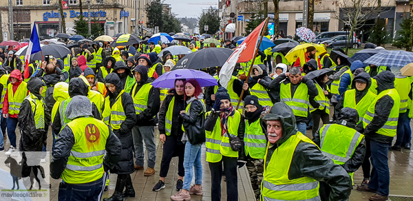 la roche sur yon 430 gilets jaunes ont manifest en ville ma ville solidaire. Black Bedroom Furniture Sets. Home Design Ideas